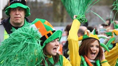 Euro : Des supporters Irlandais chantent une berceuse à un   bébé