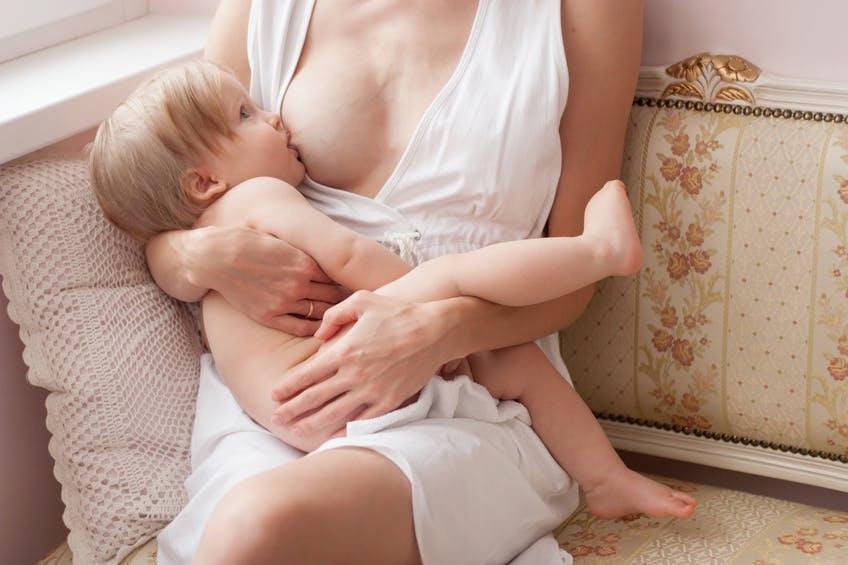 Allaitement prolongé: combien de temps allaiter son bébé?