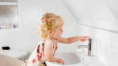 Eau du robinet polluée : les précautions à prendre