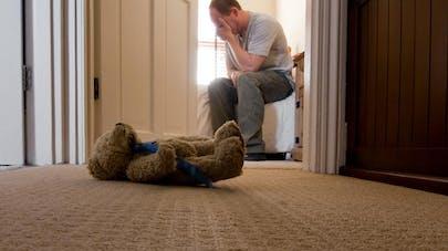 Un bébé fait une chute mortelle pendant l'accouchement,   son père porte plainte