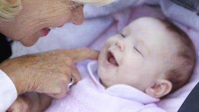 Australie: polémique autour d'une femme de 62 ans   qui a mis au monde son premier enfant