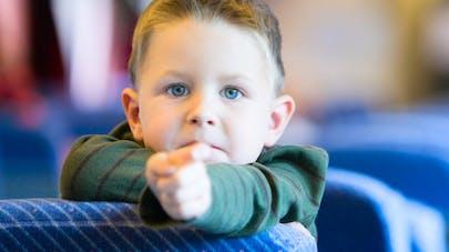 Luxembourg: une monitrice suspendue pour avoir   scotché un enfant à son siège