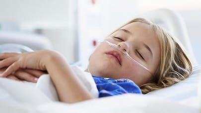 Royaume-Uni : elle impose de la chirurgie à ses enfants   pour toucher des allocations