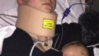 Une maman, hospitalisée, allaite son bébé et refuse des   antidouleurs
