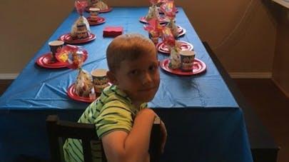 Aucun camarade ne vient à l'anniversaire de son fils, elle   réagit sur son blog