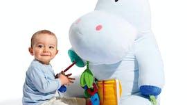 0-1 an: Peluche géante d'activités Axel         l'hippopotame, Oxybul Eveil & Jeux, 69,99 €. Dès la         naissance.