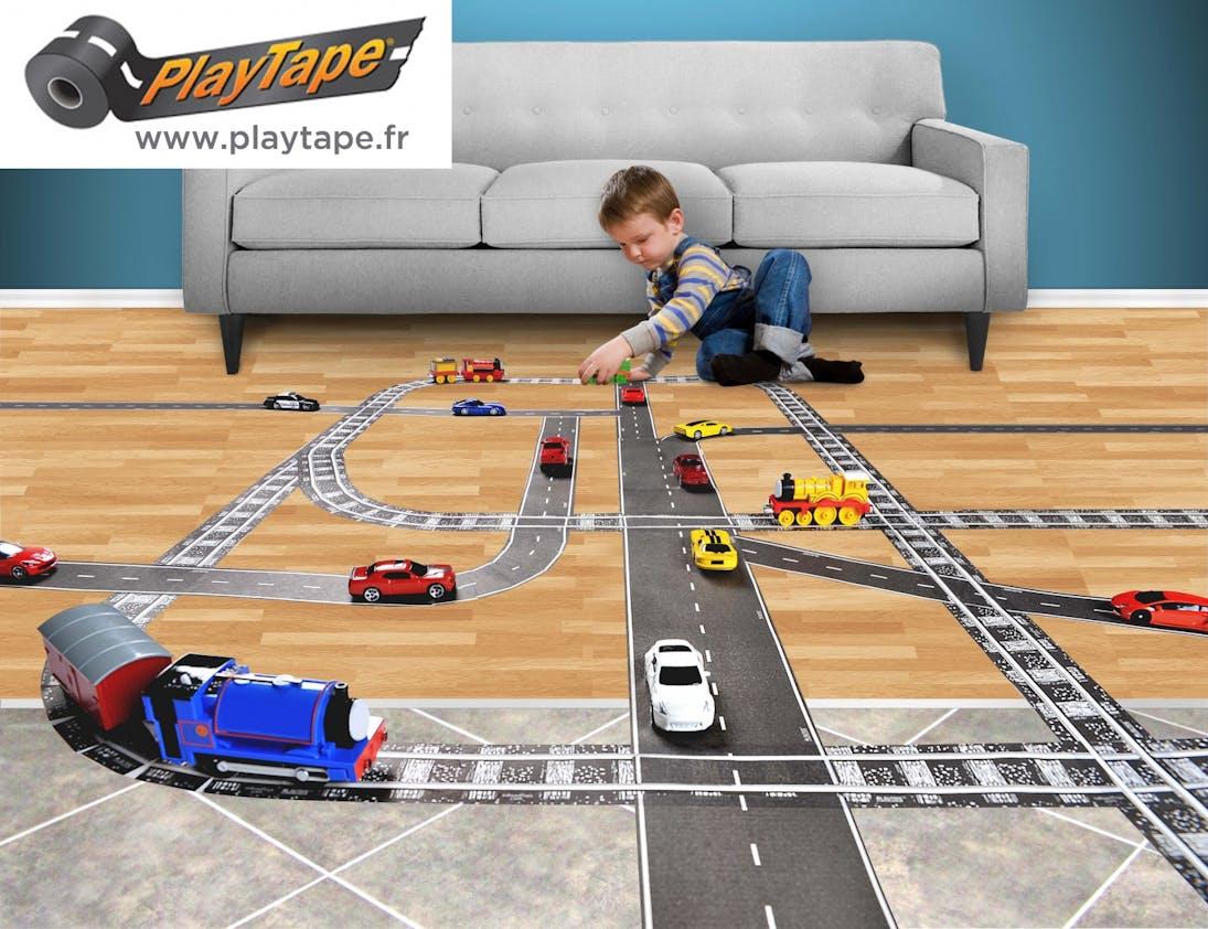 3-5 ans:Rails et routes en scotch         repositionnable, Playtape.fr. A partir de 5 €. Dès 3         ans.