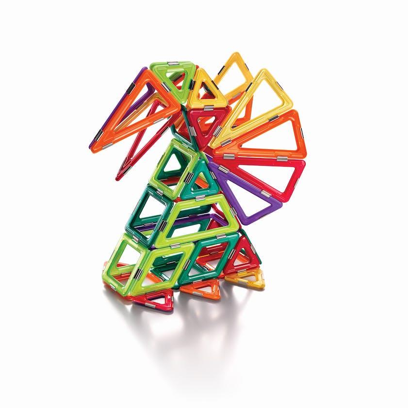 5 +: Jeu de construction magnétique Geosmart, à         partir de 30 €. Plusieurs modèles au choix. Dès 5         ans.