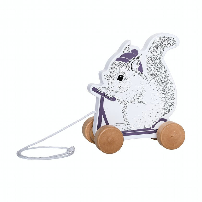 Ecureuil à tirer en bois, Bloomingville Mini en exclu         au Printemps, 19 €. Dès 18 mois.