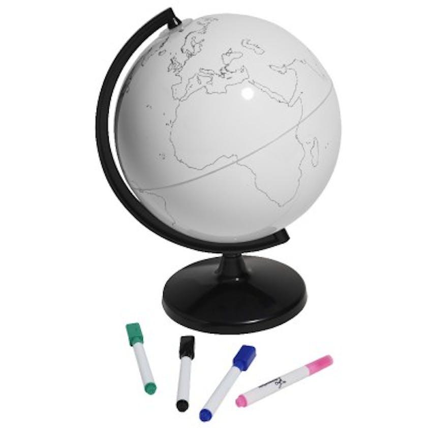 Globe à colorier, Gifi, 12,99 €. Dès 5 ans.