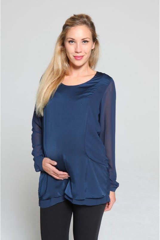 Une blouse bleu nuit