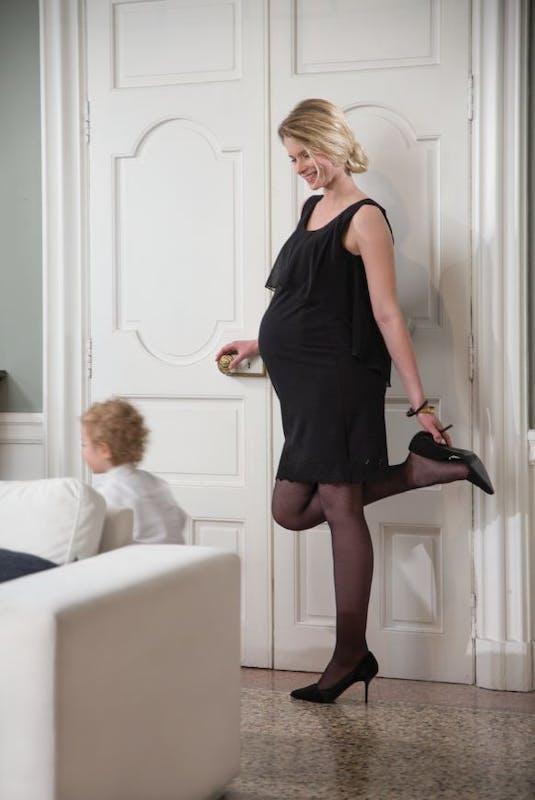 Une robe noire classique et élégante
