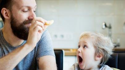 Grossesse : l'âge du père influe sur la santé de   l'enfant