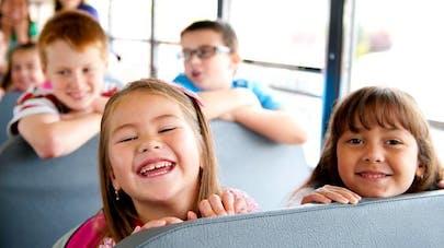Une petite fille oubliée 8 heures dans un bus   scolaire