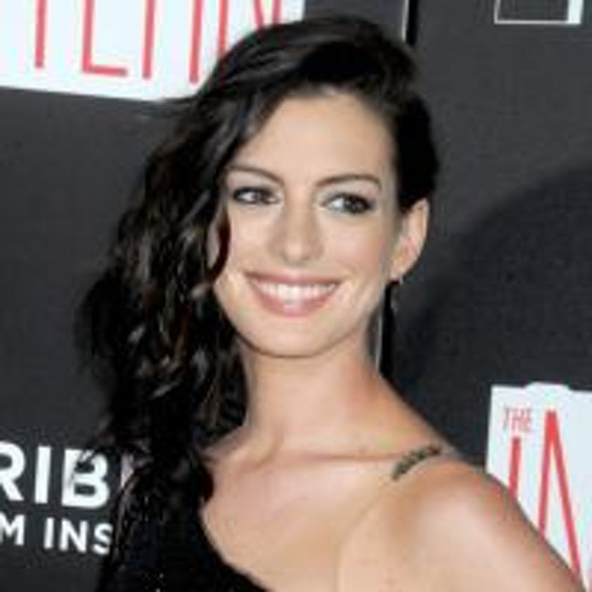 Anne Hathaway enceinte pose en bikini