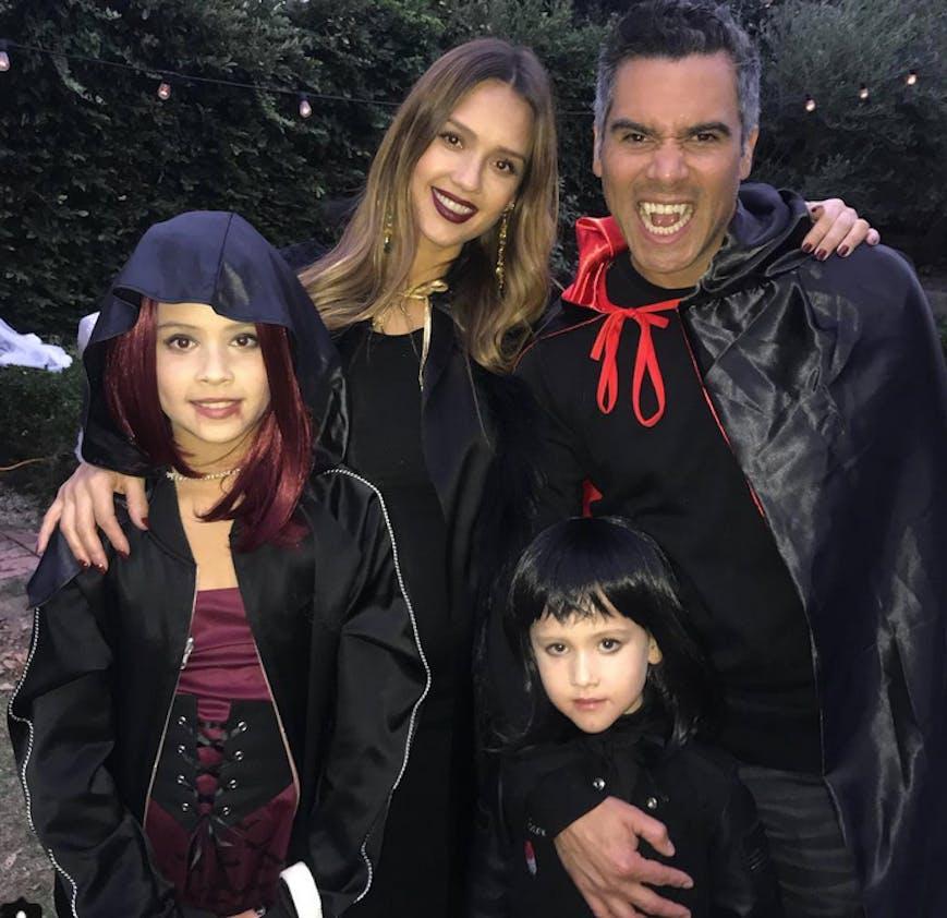 Jessica Alba enceinte, avec sa famille