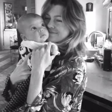 Ellen Pompeo : moment de tendresse avec son bébé   (VIDEO)