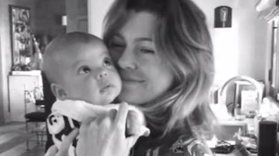 Ellen Pompeo : moment de tendresse avec son bébé   (VIDEO)