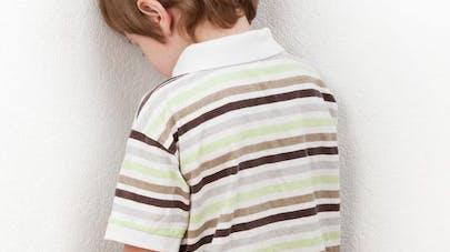 Punition: un petit garçon de 6 ans laissé 15 heures   dans le froid