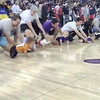 Insolite: la NBA organise des courses de   bébés