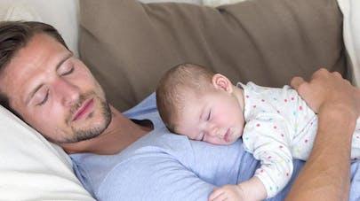 Le congé paternité bientôt plus long?