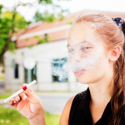 Chez les jeunes, la e-cigarette peut augmenter l'attrait   pour le tabac