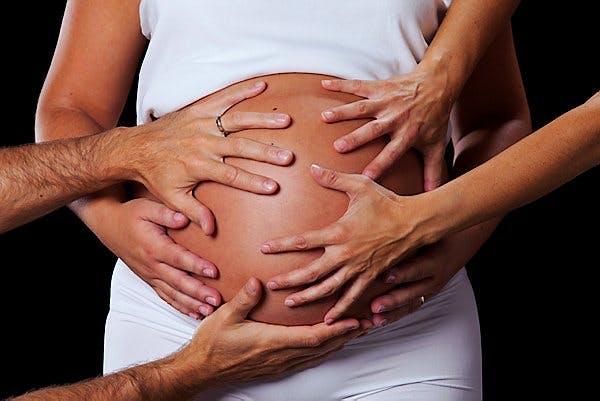Ne touchez pas le ventre des femmes   enceintes!