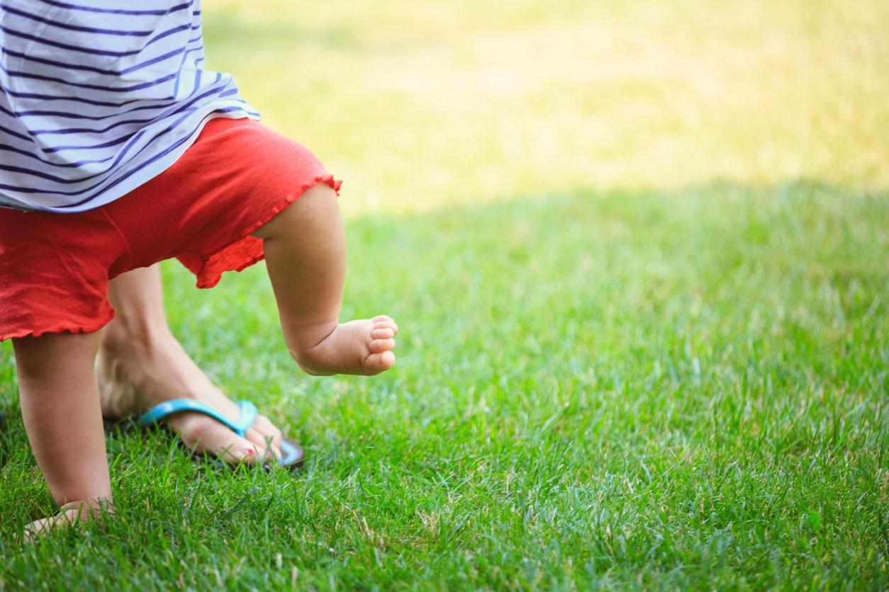 Mon enfant marche en canard