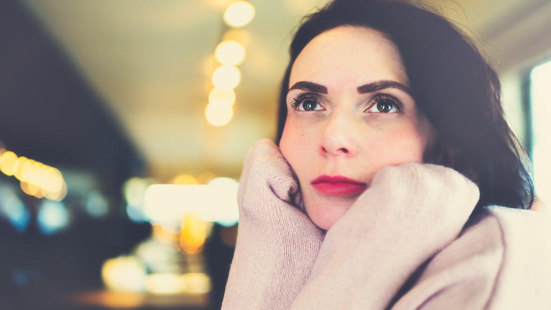 Une femme de 40 ans triste