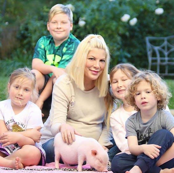 Tori Spelling enceinte : sa baby-shower de luxe (PHOTOS)
