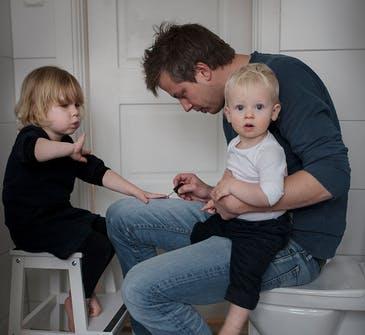 En Suède, les papas restent à la maison et s'occupent des enfants (PHOTOS)