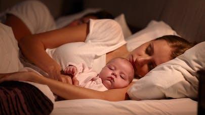 Les bébés pleureraient la nuit pour monopoliser  l'attention de leur mère
