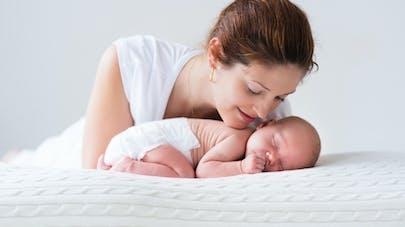 Séjour à la maternité écourté : les sages-femmes veulent  des garanties