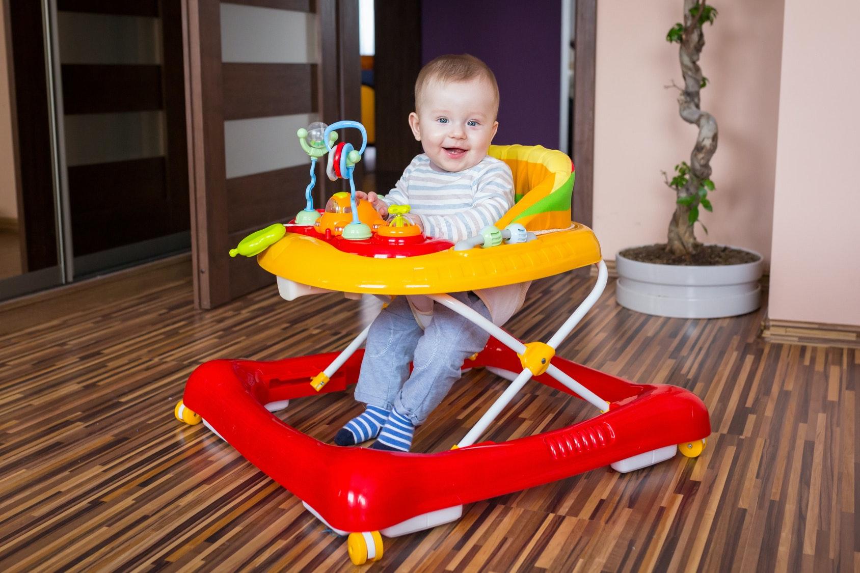 Un trotteur pour Bébé : bonne ou mauvaise idée ?