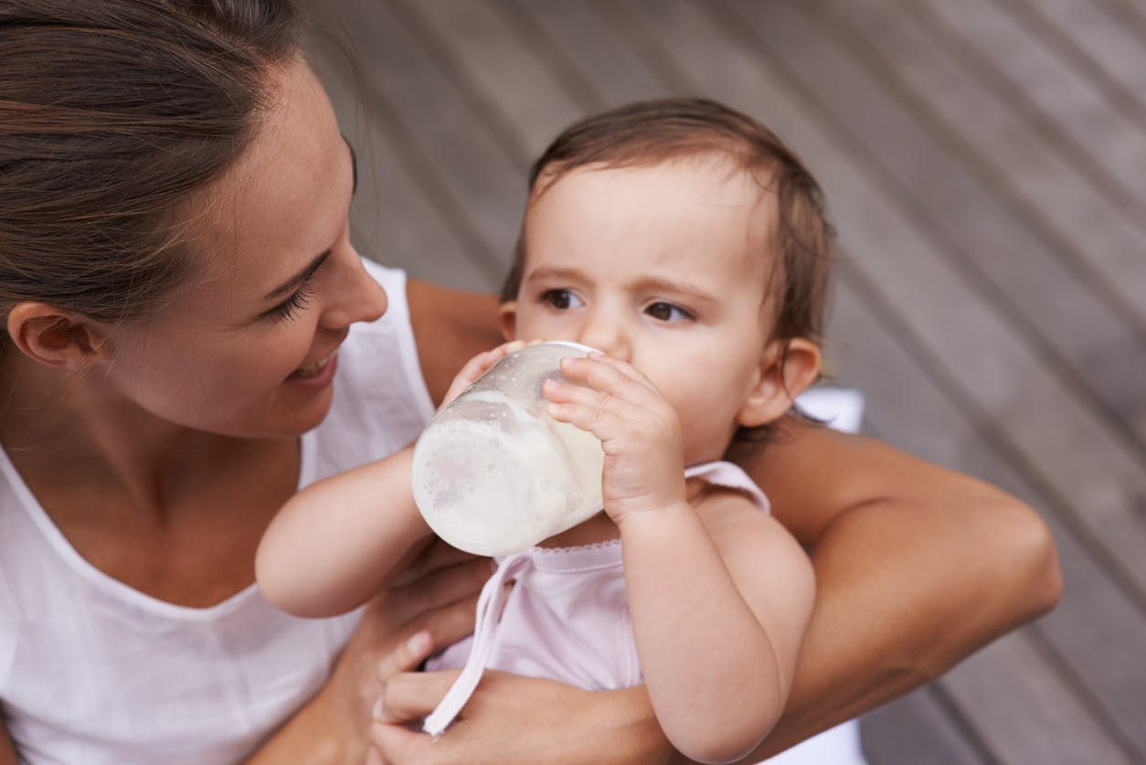 A quel âge donner du lait de croissance à bébé ?
