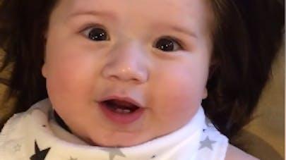 Theo, le nouveau bébé chevelu qui fait le buzz (VIDEO)
