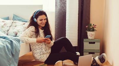 Smartphone: 1 jeune sur 3 n'a pas conscience des risques pour son audition