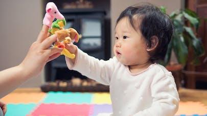 Bébé : les marionnettes à doigts, à quoi ça sert ?