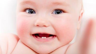 Dents de bébé : tout sur les premières poussées dentaires