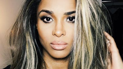 Ciara enceinte : la chanteuse victime d'un accident de voiture