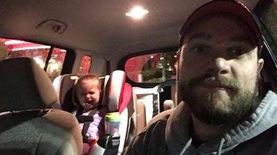 Un papa poste une poignante lettre après une crise de sa fille au restaurant