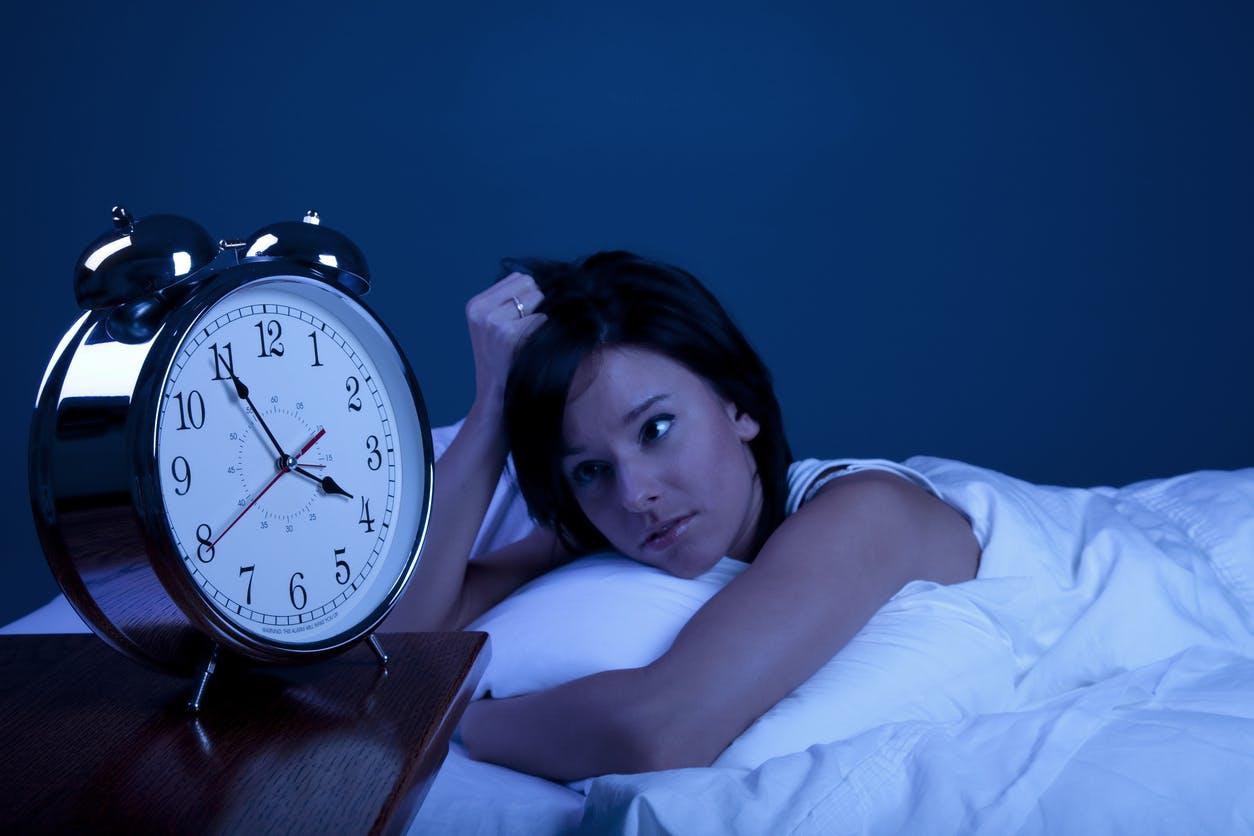Journée internationale du Sommeil: 1 Français sur 2 ne dort pas assez, que faire?