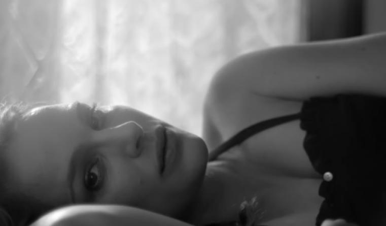 Natalie Portman dans un clip juste avant son accouchement