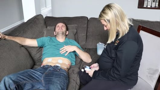 Ce papa découvre l'effet des contractions... et l'expérience vaut le coup!