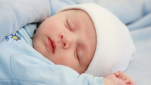 20 % des bébés touchés par le syndrome de la tête plate