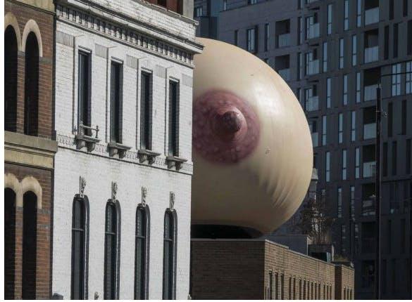 Un sein géant à Londres pour soutenir l'allaitement en public