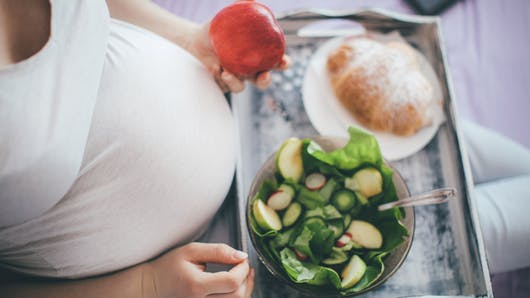 Enceinte et végétarienne, attention aux carences