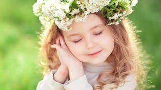 petite fille en fleurs