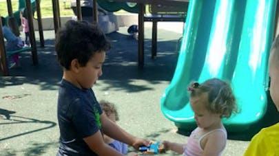 « Mon enfant n'est pas obligé de partager » : le témoignage qui divise les parents