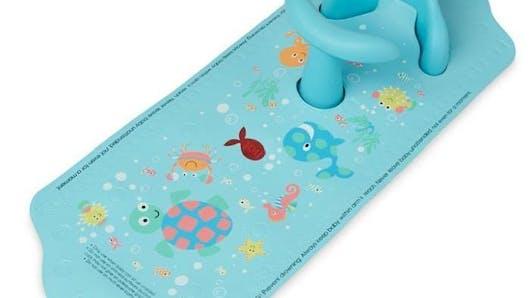 Aquapod, le tapis de bain innovant qui sert aussi de siège pour bébé
